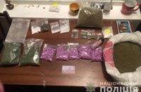 В Киеве 19-летние парни хранили дома наркотики почти на 2 млн. грн (ФОТО)