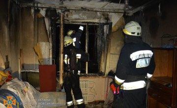В Днепре ночью горела квартира в 9-этажке: есть пострадавшие (ВИДЕО)