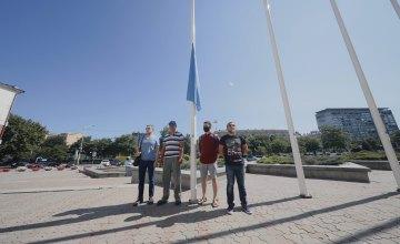 В Днепре к уважению Дня крымскотатарского флага торжественно подняли флаг