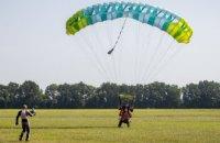 Тренировка в воздухе: представители ветеранской сборной «Игр Воинов» прыгнули с парашютом
