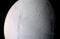 NASA раскрыло тайну загадочных пятен на Энцеладе