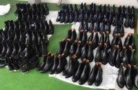 Гражданин Беларуси пытался незаконно перевезти через украинскую границу 80 пар обуви (ФОТО)