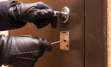 Проникли внутрь по газовой трубе: в Терновке двое мужчин «обчистили» квартиру