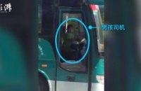 В Китае школьник угнал пассажирский автобус