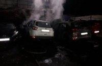 Под Днепром на стоянке горели 4 иномарки (ФОТО)