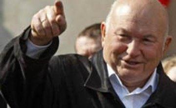 Януковича просят отменить запрет на въезд Лужкова в Украину