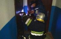 В Вольногорске пожилая женщина не могла самостоятельно подняться и звала на помощь : спасатели открыли двери квартиры
