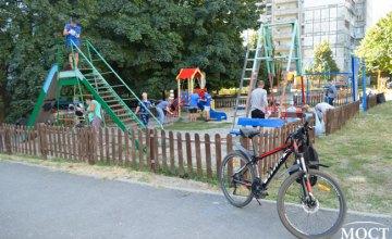 Команда «ОП-ЗА ЖИЗНЬ» провела субботник на детской площадке по ул. Кедрина, 47 (ФОТОРЕПОРТАЖ)