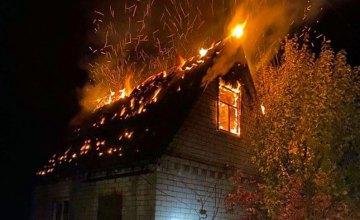 В Подгородном случился пожар в садовом обществе: сгорел дачный дом