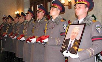 Тысячи днепропетровцев пришли проститься со Станиславом Конюховым