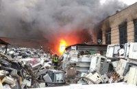В Днепре на Винокурова горит склад вторсырья: есть угроза административному зданию (ФОТО)