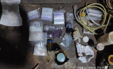 Оружие, нарколаборатория и «товар» на 500 тыс. грн: в Днепре задержали преступную наркогруппировку
