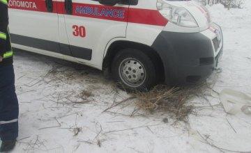 В Днепропетровской области спасатели вытащили «скорую» из снежного заноса