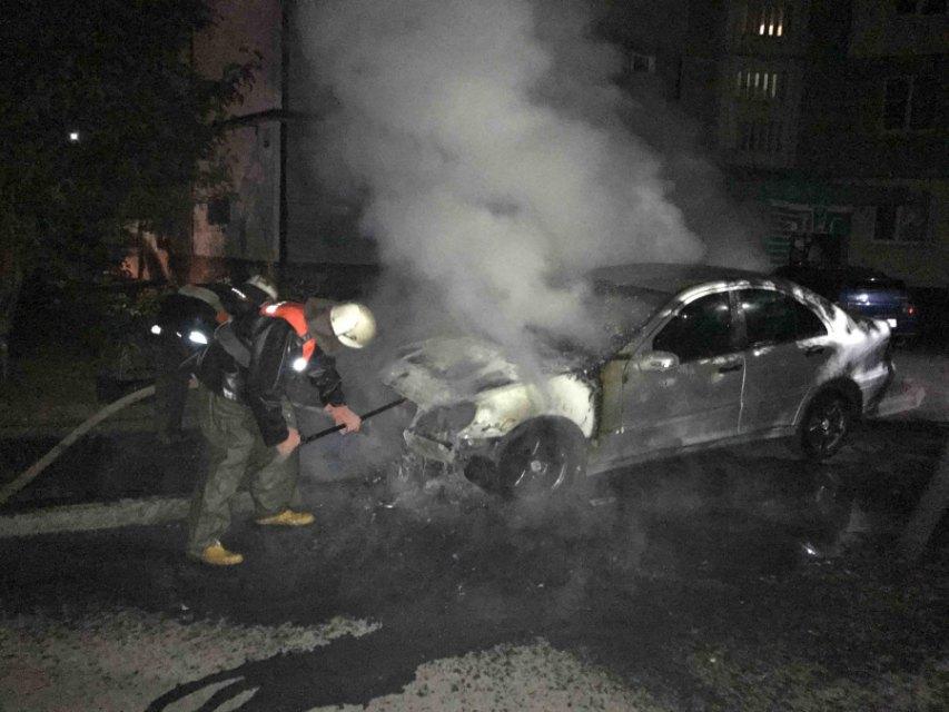 В Киевской области на улице сгорел «Mercedes» , фото-2