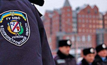 В Днепропетровске милиционеры избили пенсионера и пытались отобрать его квартиру