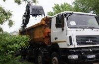 Працюють зночі: у Дніпрі аварійні бригади розчищають канал Гнилокиш, щоб не підтоплювало приватний сектор