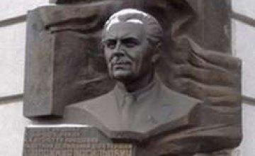 Почтить память Щербицкого собрались представители всех ветвей власти и жители города