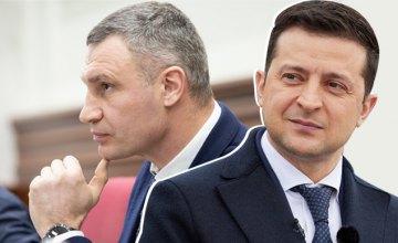 Президент Украины, сам того не желая, буквально «прокачивает» рейтинг Виталия Кличко, - медиа-эксперт об обысках у мэра Киева