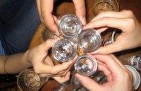 Во Львовской области 7 подростков отравились алкоголем