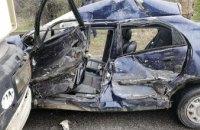 На Днепропетровщине произошло ДТП с участием грузовика: пострадавшие в тяжелом состоянии (ФОТО)