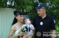 В АНД районе Днепра женщина спасая младенца с проезжей части, упала с ним в канаву