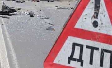 В Киеве спасателям пришлось доставать водителя из покореженного авто с помощью специнструментов