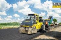Укладають до 2 км асфальту на добу: триває ремонт павлоградської ділянки траси Знам'янка – Луганськ – Ізварине