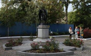 У Дніпрі вшанували пам'ять жертв трагедії внаслідок вибуху газу в житловому будинку на вулиці Мандриківській