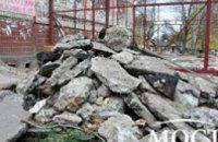 В Днепропетровске на ж/м Победа начали демонтаж скандальной стройки торгового комплекса (ФОТОРЕПОРТАЖ)