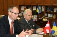 Евгений Удод предложил австрийскому послу провести выставку Петриковской росписи у себя на родине