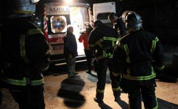 На Днепропетровщине спасатели помогли скорой медицинской помощи госпитализировать больного