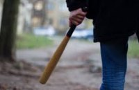 В Марганце избили битой 24-летнего таксиста: у парня черепно-мозговая травма и открытый перелом плеча