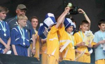 Днепропетровские школьники заняли 3 место на турнире «DJUICE ГОЛ 2008»