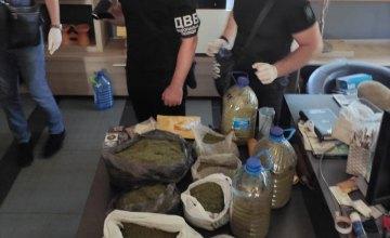 В Днепропетровской области у наркосбытчика изъяли более 14 кг марихуаны и пистолет