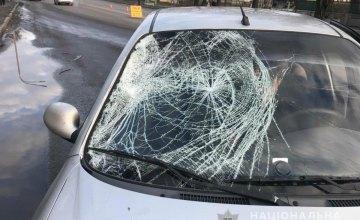 На Днепропетровщине легковушка сбила пешехода: полиция разыскивает свидетелей ДТП