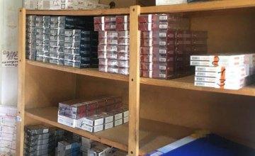 В двух киосках Каменского обнаружено 2 тыс. пачек контрафактных сигарет