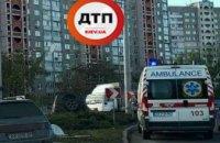 В Киеве в результате ДТП внедорожник вылетел на газон
