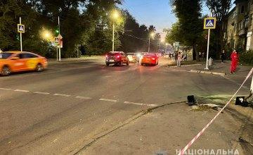 Полиция установила личность водителя ДПП на Калиновой, который врезался в машину и сбил двух пешеходов