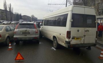 ДТП в Днепре: столкнулись микроавтобус и иномарка