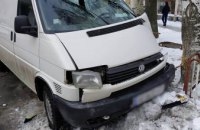 В Днепропетровской области микроавтобус врезался в дерево: двое пострадавших (ФОТО)