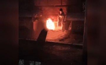 В центре Днепра на глазах у прохожих заживо сгорел мужчина