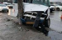 В Днепре маршрутка с пассажирами влетела в столб: есть пострадавшие (ФОТО)