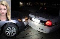 В США студентка протаранила полицейский автомобиль, делая селфи с голой грудью