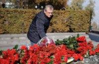 Александр Вилкул поздравил с 72й годовщиной освобождения Украины от фашистских захватчиков и возложил цветы к Монументу Славы