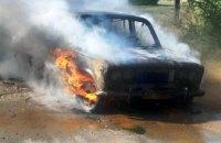 В Жёлтых Водах загорелся легковой автомобиль ВАЗ 2103