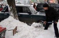 В Днепропетровске придомовые территории от снега чистили более 1 тыс. дворников