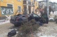 Смертельное ДТП в Киеве: легковушка врезалась в остановку(ФОТО)