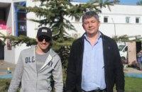 Чтоб росла большой и красивой на радость людям: депутаты «ОП-За жизнь» вышли на полив елки на Бульваре Платонова