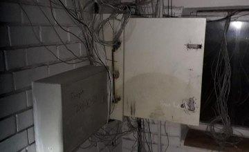 В Днепре среди ночи поймали вора интернет-оборудования в многоэтажках