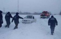 Снежный апокалипсис на Днепропетровщине: застрявшие в сугробах автомобили и более сотни домов без электричества (ФОТО)